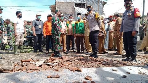 Warga Cirebon Korban Puting Beliung Dapat Ribuan Genteng dan Bata