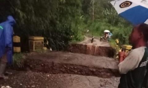 Jembatan Ambrol, 7.450 Warga di Malang Terisolasi