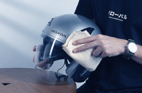 4 Langkah Membersihkan Kaca Helm Anti Buram