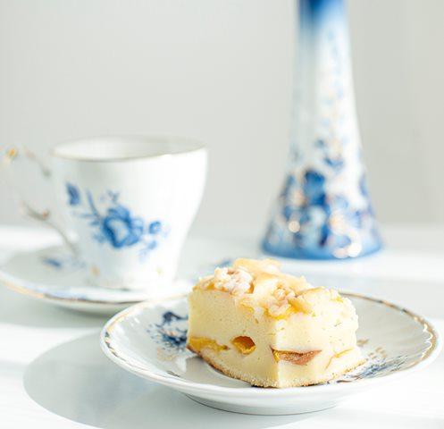 Me time bisa kamu lakukan selama 15 menit sambil santai atau minum teh hangat dengan kue di pagi hari. (Foto: Ilustrasi/Unsplash.com)