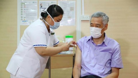 PM Singapura Disuntik Dosis Pertama Vaksin Covid-19