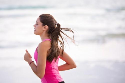 Lari dapat membakar kalori lebih cepat daripada bersepeda, bisa dikatakan berlari menjadi olahraga paling efektif untuk menurunkan berat badan. (Foto: Pexels)