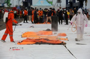 Kantong Jenazah Korban Pesawat Sriwijaya Air Disemprot Disinfektan Sebelum Diidentifikasi
