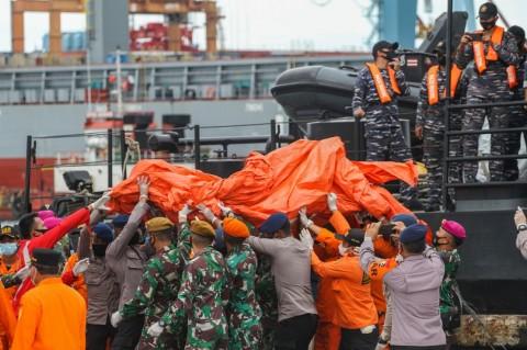 RS Polri Terima Tujuh Kantong Jenazah Korban Kecelakaan Sriwijaya Air SJ-182
