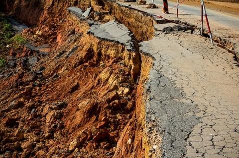 Pelapukan Batuan Penyebab Longsor di Sumedang