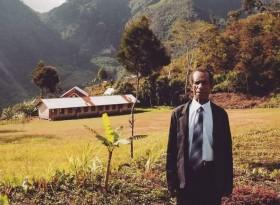 Trending Twitter, Kisah Pak Sulaiman Guru Honorer di Pedalaman Papua
