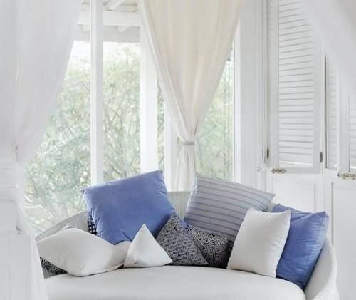 Pasang gorden yang berwarna cerah agar tidak terkesan gelap dan gerah. (Foto: Ilustrasi/Unsplash.com)