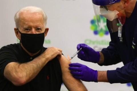 Biden Disuntik Dosis Kedua Vaksin Covid-19