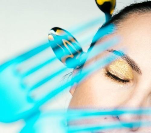 Riasan gold bisa menyamarkan mata lelah kamu. (Foto: Ilustrasi/Unsplash.com)