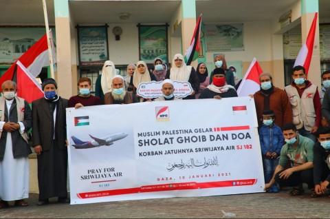 Muslim Palestina Salat Gaib untuk Korban Sriwijaya Air SJ-182