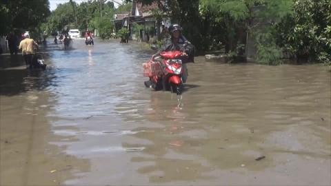 13 Hari Kebanjiran, Bupati Jombang Diprotes Warga