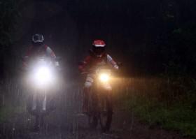 Ini Resiko Para Bikers yang Berkendara di Tengah Hujan