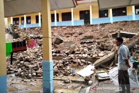 Longsor Timbun Satu Sekolah di Gayo Lues Aceh