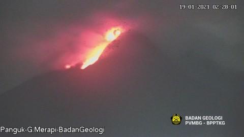 Merapi Muntahkan 30 Guguran Lava Pijar dalam 6 Jam