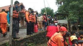 Banjir di Cirebon, Remaja Hanyut Terseret Arus