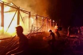 Empat Sekolah Anak Rohingya Hancur Terbakar di Bangladesh