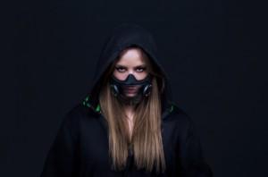 Masker Kece Buatan Hazel, Dilengkapi LED dan VoiceAmp
