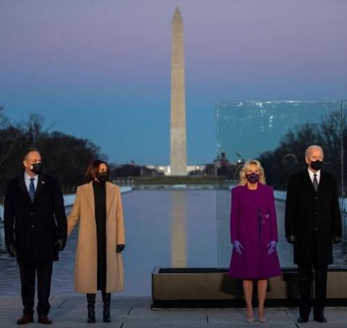 Dr. Biden memilih mantel ungu dan gaun berpanel dari koleksi musim gugur 2021 dari Jonathan Cohen. (Foto: Dok. Instagram Harper's Bazaar UK/@bazaaruk)