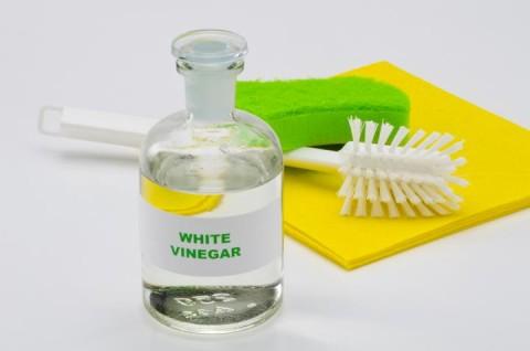 6 Manfaat Cuka, Bersihkan Kaca hingga Perabot Berkarat