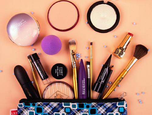 Kamu perlu merawat dan menata kembali perangkat make up kesayanganmu. (Foto: Ilustrasi. Dok. Pexels.com)