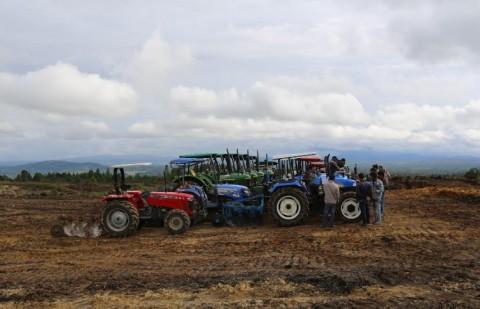 Kelompok Tani di Kabupaten Barru Terima Bantuan Alsintan