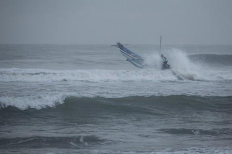 Cuaca Ekstrem Berpotensi Mengganggu Transportasi Laut dan Udara