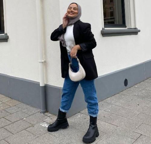 Ini inspirasi gaya berhijab untuk si wajah bulat. (Foto: Dok. Ruba Zai/@hijabhills)