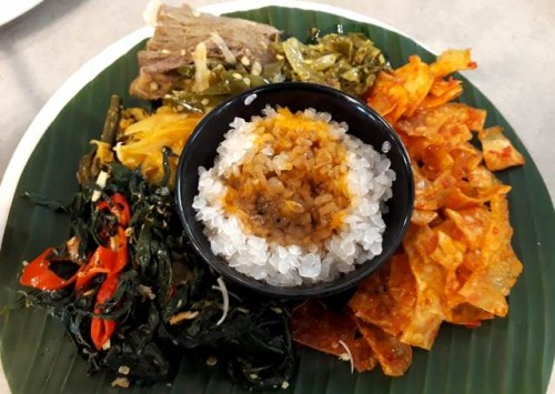 Paduan masakan Padang dengan menggunakan nasi shirataki yang unik, sehat juga enak. (Foto: Dok. Medcom.id/gaya/Yatin Suleha)