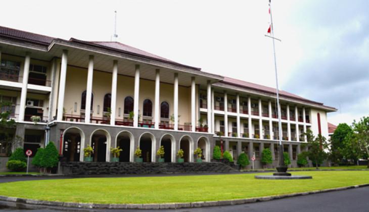 UGM Perguruan Tinggi Terbaik di Indonesia Versi