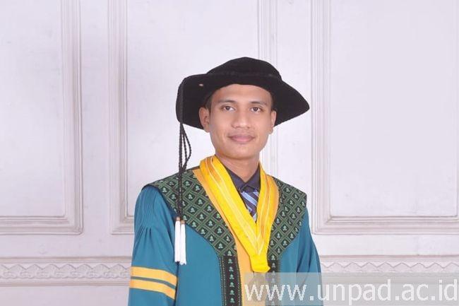 Mahasiswa Inspiratif Wisudawan Terbaik Magister Unpad Mohamad Dede