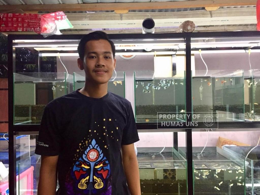 Mahasiswa Inspiratif Anglas Bayu Rendra dari UNS Bisnis Ikan Guppy