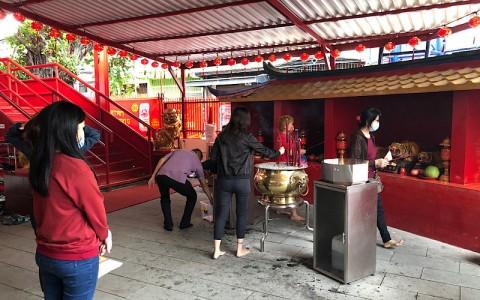 Pandemi Covid-19 Tak Melunturkan Semangat Jemaat Wihara Dharma Bakti