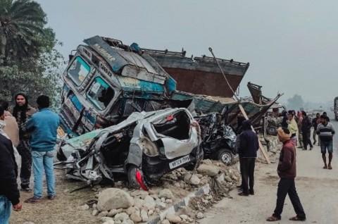 Tabrakan Mobil Van dan Truk di India Tewaskan 14 Orang