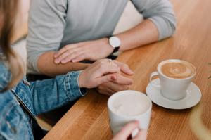 8 Tanda Kamu dan Pasangan Membutuhkan Konseling Pernikahan