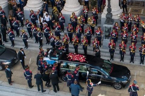 Mantan Presiden Argentina Dikuburkan di Pemakaman Muslim