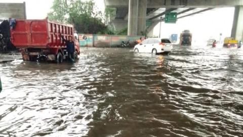 Jalan Raya Cilincing Banjir, Pompa Apung Dikerahkan