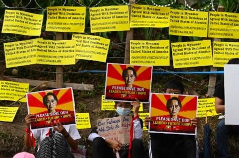 Lawan Militer, Pengunjuk Rasa Myanmar Nekat Blokir Jalur Kereta
