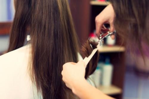 Kapan waktu yang tepat untuk memotong rambut? Ini kata ahli kecantikan dan rambut. (Foto: Ilustrasi/Freepik.com)
