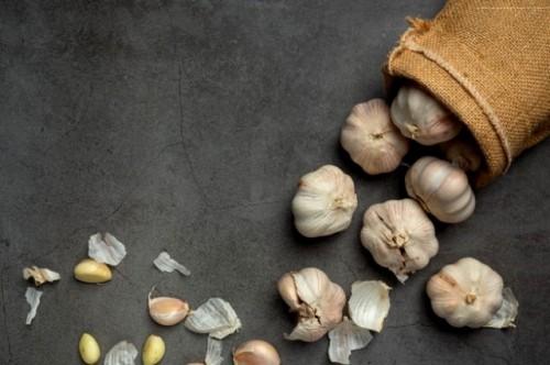 Bawang putih adalah bahan herbal dan rempah yang membantu melawan inflamasi. (Foto: Ilustrasi/Freepik.com)