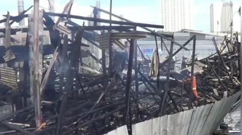 Bedeng Proyek Pembangunan Kampung Akuarium Terbakar