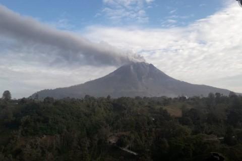 Guguran Abu Sinabung Meluncur 1.000 Meter