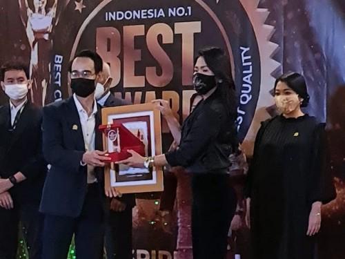 Lydia Novrien Singal, Founder dan Chief Executive Officer dari CEO Consulting menyabet dua kategori penghargaan sekaligus dalam ajang bergengsi yang diselenggarakan Pusat Prestasi Indonesia. (Foto: Dok: Pribadi)