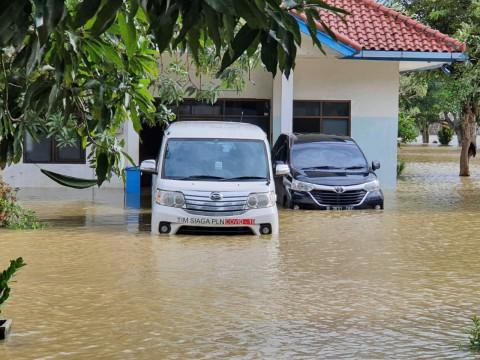 7.000 Personel Pulihkan Listrik di Daerah Jawa Barat
