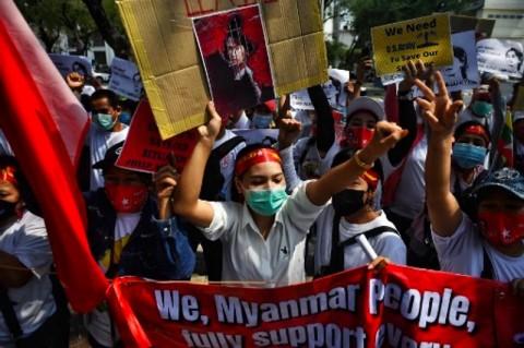 Pedemo Penolak Kudeta Serukan Mogok Massal, Picu Ancaman Militer