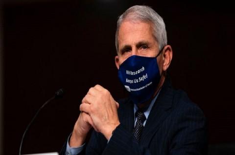 Fauci: Warga AS Mungkin Harus Tetap Pakai Masker pada 2022