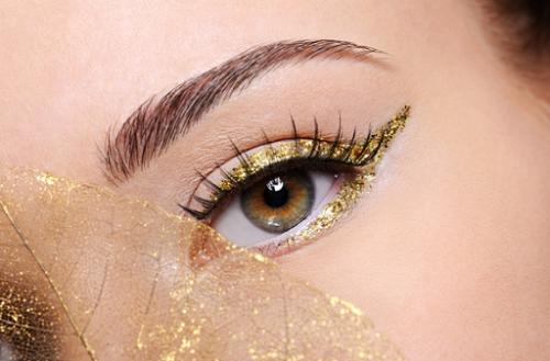 Eyeliner bersayap sangat cocok untuk wanita dengan mata kecil. (Foto: Ilustrasi. Dok. Freepik.com)