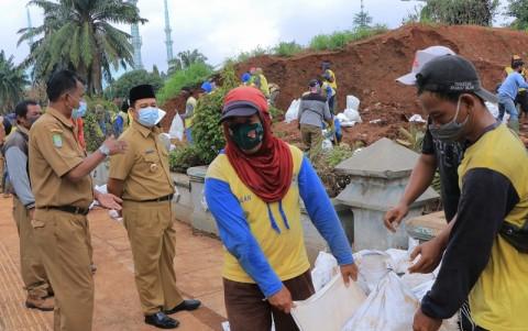 Antisipasi Cuaca Ekstrem, Pemkot Tangerang Tambal Tanggul