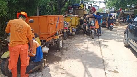 Sampah Usai Banjir di Tangerang Capai 278 Ton