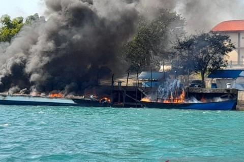 4 Kapal Terbakar di Dermaga Bea Cukai Batam