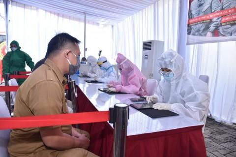 Warga di Ciputat Timur Tangsel Dilakukan Tes Usap Massal